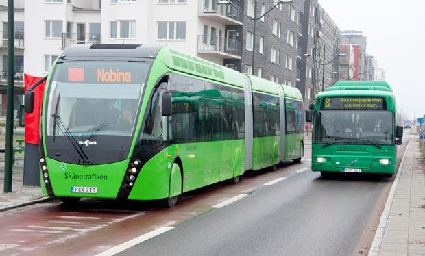 """Malmöexpressen, Skånetrafikens """"superbuss"""" i Malmö och annan stadsbuss."""